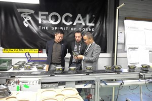 focal亚洲区行销经理Mickey Tang和focal 汽车产品经理 Pierre Perard 带吴总参观生产线